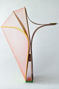 Dyslexika-Separation-Rejection -side view- (Plywood, Plexiglass + String construction, 80cm x 58cm x 29cm, Dirk Marwig 2014)