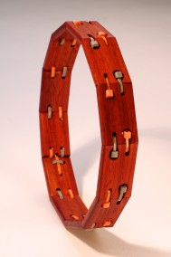 Choker (choker necklace, Bloodwood and cable ties, 14.3cm diameter, Dirk Marwig 2014)