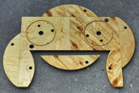 VOYEUR (Construction made from a wooden wire spool, 80cm x 111.5cm x 3cm, Dirk Marwig 2017)